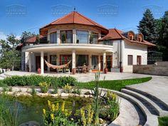 Nagy belső átriummal tervezett szép családi ház, medencével Beautiful Homes, Home Goods, Mansions, House Styles, Nice Houses, Budapest, Google, Home Decor, Luxury