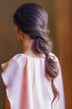 Bubble Ponytail - Today Perfect Guest shows us a guest look with retro airs that inspire us for this season. Braided Ponytail Hairstyles, Fancy Hairstyles, Bride Hairstyles, Bad Hair, Hair Day, Bubble Ponytail, Bridesmaid Hair, Balayage Hair, Great Hair