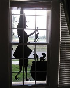 25 Ideas To Decorate Windows With Silhouettes On Halloween | Shelterness