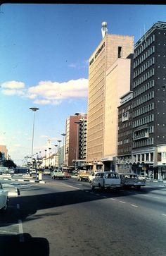 Jameson Avenue with Pearl Assurance Building, Salisbury, Rhodesia August 1970 - You could climb into that pearl - I worked there for Rio Tinto Emerald Division. Paises Da Africa, Zimbabwe Africa, Out Of Africa, South Africa, Zimbabwe History, Johannesburg City, Apartheid, Victoria Falls, All Nature