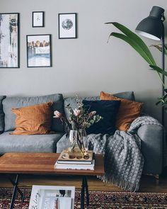 Grey interior / Cozy livingroom Gray Interior, Lifestyle Blog, Cozy, Throw Pillows, Interiors, Living Room, Bed, Furniture, Home Decor