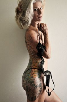 une femme de 56 ans montre qu'il n'y a pas d'âge pour être sexy - https://www.2tout2rien.fr/une-femme-de-56-ans-montre-quil-ny-a-pas-dage-pour-etre-sexy/