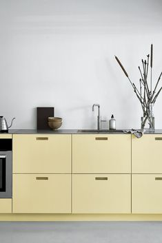 Beautiful combination of the coloured kitchen and the industrial setting. The kitchen is from &SHUFL. Ikea Kitchen, Ikea Hack, Double Vanity, Kitchen Design, Industrial, Rock, Table, Beautiful, Color