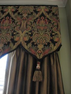 Cornice with sculpted edge/tassels Client Curtains With Blinds, Drapes Curtains, Valances, Drapery Designs, Pelmets, Curtain Styles, Custom Window Treatments, Passementerie, Window Dressings