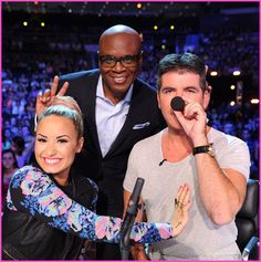 Demi Lovato, Simon Cowell And LA Reid Visit Rhode Island For The X Factor! aha this picture is funny :) x
