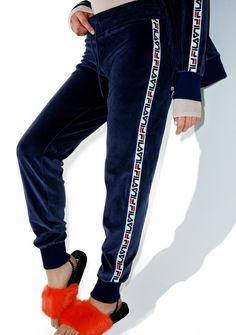 Fila Dolly Velour Joggers are gunna stunt on 'em bb. These retro cool joggers feature a plush navy blue velour construction, slim fit, ribbed cuffs, and classikk Fila branded trim down the legs.