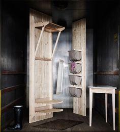 Norrgavels praktiska Påshylla tillför något alldeles extra till rummet tack vare sina smäckra proportioner och utsökta hantverk. Deco Design, Kappa, Ladder Decor, Tall Cabinet Storage, Flooring, Interior Design, Room, Inspiration, Furniture