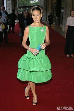 In a dress by Oscar de la Renta 2004 .
