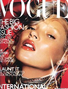 Kate Moss Style Evolution: explore her style over the years, with her most memorable looks. Chart Kate Moss' style over twenty years on Vogue. Vogue Magazine Covers, Fashion Magazine Cover, Fashion Cover, Vogue Covers, Big Fashion, Fashion Models, Womens Fashion, Fashion Pics, Vogue Fashion