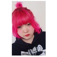 WEBSTA @ kino_icatmoon - 初めましてピンク🙊こんなに蛍光入れたことなかったけん新鮮☺︎・・・#new #hair #color #マニパニ #hothotpink #お団子 #hairarrange #めいちん #韓国人 #みたいな顔に #なりたい