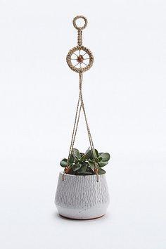 Urban Grow Ceramic Hanging Planter in Cream £30 från Urban Outfitters