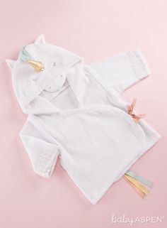 Keep your little dreamer warm and dry after a fun bath with this Simply Enchanted Unicorn Hooded Spa Robe from Baby Aspen. This huggable robe features a golden horn on the hood, a rainbow tail, and a ribbon tie, for fantastical comfort and cuteness. Unicorn Baby Shower Decorations, Baby Shower Gifts, Baby Gifts, Shower Baby, American Girl, Baby Aspen, Unicorn Outfit, Unicorn Baby Clothes, Baby Boy