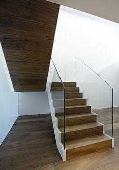 Markthuis by Barcode Architects On aime le détail de l'escalier et le limon blanc