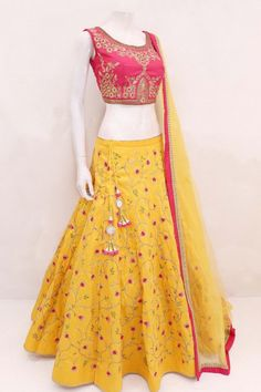Navratri Special Hot Pink And Yellow Color Bride Banarasi Fabric Embroidered Lehenga Choli This navratri festival by wearing this navratri special hot pink and yellow lehenga choli you will be confident for your traditional festive look. Lehnga Dress, Lehenga Gown, Party Wear Lehenga, Banarasi Lehenga, Lehenga Suit, Lehenga Wedding, Half Saree Designs, Choli Designs, Lehenga Designs