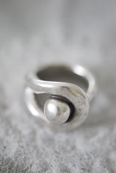 Pretty silver and pearl ring
