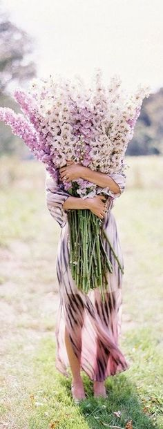 ~ Maureen, only a huge bouquet would do to convey the admiration and… Amazing Flowers, My Flower, Fresh Flowers, Beautiful Flowers, Wild Flowers, Flower Farm, All Nature, Belle Photo, Dahlia