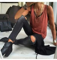 16 Outfits para verte guapísima con skinny jeans negros - Look - Summer Outfits Looks Street Style, Looks Style, Edgy Style, Mode Style, Girlie Style, Casual Rocker Style, Edgy Look, Mode Outfits, Fashion Outfits