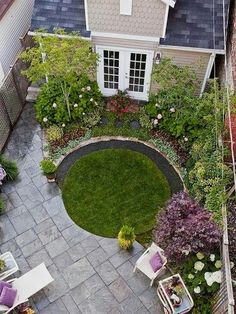 Patio Planning Small garden with a patio. Like the concept of the circular lawn, just a little biggerSmall garden with a patio. Like the concept of the circular lawn, just a little bigger Small Front Yard Landscaping, Small Backyard Gardens, Back Gardens, Small Gardens, Outdoor Gardens, Landscaping Ideas, Big Garden, Small Backyards, Backyard Ideas