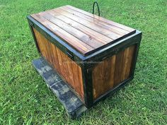 There are four sides to the storage chest like every other product that you have to store things. You can make this box and then paint it to make it look amazing. These things are just the best that you can think of and it will help you in all of the best way.