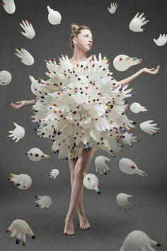 Weird Fashion: Blown up latex gloves. so bizarre. Arte Fashion, Fashion Design, Diy Fashion, Paper Fashion, Origami Fashion, Unique Fashion, Fashion Details, Crazy Dresses, Art Photography