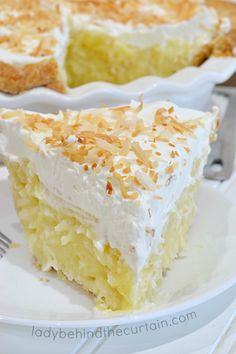 Sweet coconut surrounded by a delicious creamy custard and topped with homemade whipped cream. This Grandma's Coconut Cream Pi Coconut Recipes, Baking Recipes, Cake Recipes, Dessert Recipes, Pistachio Recipes, Coconut Desserts, Lemon Desserts, Party Recipes, Fruit Recipes