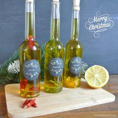 Rosmarinöl, Chiliöl, Zitrusöl  #Rezept #Geschenkidee #diy #Weihnachten #Öle Herb Recipes, Homemade Pesto, Citrus Oil, Food Gifts, Diy Christmas Gifts, Diy Food, Diy Weihnachten, Herbalism, Food And Drink