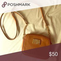 Michael Kors Crossbody Bag Barely used Michael Kors crossbody bag with gold hardware Michael Kors Bags Crossbody Bags