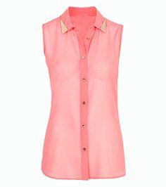Zapinana bluzka bez rękawów to, według stylistów, obowiązkowa rzecz na wiosnę i lato 2013!