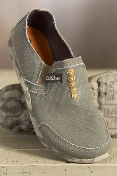 Made from premium breathable canvas, Cushe's children's slipper shoes are irresistible, with their casual style, textured feel, and contrast colors. Free shipping + returns.