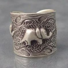 I have fallen in love with this ring... why do i like elephants so much?!