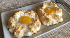 A NEW way of prepping eggs is taking the internet by storm. Cloud eggs are the latest bizarre food craze – and they're putting tired old scrambled, poached and fried into the shade. New Food Trends, Cuisine Diverse, Egg Recipes For Breakfast, New Recipes, Healthy Recipes, Healthy Snacks, Food Videos, Tapas, Gastronomia
