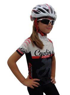 El maillot de ciclismo para niño es ideal para los más pequeños que empiezan a descubrir el ciclismo de carretera; presenta una elaboración sencilla, ligera y que controla el sudor. Precio: 28,65 €