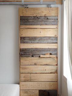 Porte coulissante bois de pin et la grange par AtelierEben sur Etsy