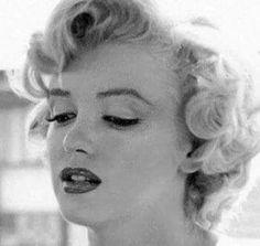Marilyn on the set of Niagara, 1952.