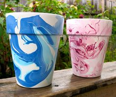These nail polish marbled flower pots would make a unique and colorful addition to your backyard, garden, or home!Since nail polish dries quickly, you'll get. Flower Pot Crafts, Clay Pot Crafts, Diy Crafts, Nail Polish Painting, Nail Polish Crafts, Nail Art, Gel Polish, Painted Clay Pots, Painted Flower Pots