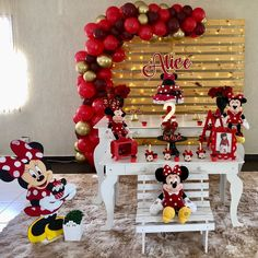 Festa da Minnie vermelha: 85 ideias para celebrar com charme Mickey Mouse Birthday Theme, Wild One Birthday Party, Boy Birthday Parties, Minnie Mouse Decorations, Girl Birthday Decorations, Minie Mouse Party, Mickey Mouse Parties, Disney Parties, Cupcakes Mickey