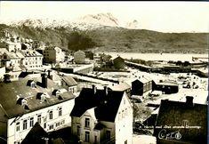 """Nordland fylke Narvik oversikt over byen med """"Den sovende Dronning i bakgrunnen"""" Utg Oppi Brukt 1952"""