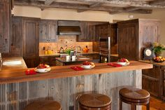 Pallet kitchen cabinets reclaimed kitchen cabinets for Jackson wy alloggio cabine