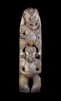 The Maori built meeting houses before the period of contact with Europeans. The early structures appear to have been used as the homes of chiefs, though th. Polynesian People, Polynesian Art, Maori Face Tattoo, Maori Symbols, Maori Patterns, Maori People, Maori Designs, Maori Art, Tree Carving