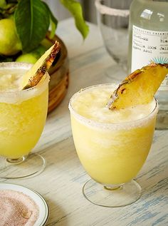 How to host a tropical cocktail party with pineapple margaritas, salsa, and more! Dole Pineapple Juice, Pineapple Margarita, Frozen Pineapple, Pineapple Coconut, Oatmeal Smoothies, Healthy Smoothies, Smoothie Recipes, Vegetable Smoothies, Healthy Blender Recipes