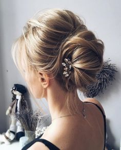This beautiful french chignon hairstyle perfect for any wedding venue- This stunning wedding hairstyle for long hair is perfect for wedding day,wedding hair