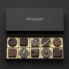 Cate Calorii Are Ciocolata? Luxury Chocolate, Chocolate Brands, Artisan Chocolate, Chocolate Sweets, I Love Chocolate, Chocolate Shop, Chocolate Factory, How To Make Chocolate, Chocolate Recipes
