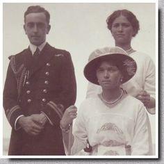 Les derniers Romanov - Olga et Maria - Les Grandes-Duchesses Olga et Maria avec leur cousin anglais, Georges Mountbatten (1892-1938), fils de la sœur aînée de l'impératrice Alexandra. Georges est le frère de Louis Mountbatten, le prince anglais qui était tombé amoureux de Maria durant sa jeunesse.