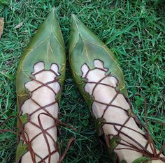 These boots were inspired by some boots we made for the 2003 Peter Pan Warner Bros film for the Fairy Guide. We wanted to make something more accessible but still with most of the detail. The result is these hand painted and embossed natural leather boots for Elvin kind, pixies, fairies and other fair folk. Also available in the ballet toe for those whose toes dont fit into points! Also available in autumn browns. Please consult size chart here for pointy toes: http://www.pendragons...