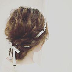 ✳︎sympathique photo✳︎ ⁑ コットンパールとスワロのリボンカチューシャも、 ⁑ #bridal_blanche の @tmy_o3.pugmi さまのヘアアレンジです♡ ⁑ 自分のときはダウンヘア+リボンカチューシャだったので、 ⁑ ゆるめのシニヨンも可愛くていいな〜♡と思いました! ⁑ #結婚式ヘアスタイル #結婚式髪型 #ウェディングヘアアレンジ #ウェディングヘアスタイル #ウェディングヘア #wedding #weddinghair #weddinghairstyle #結婚式 #結婚式ヘア #リボンカチューシャ #ハンドメイド #ハンドメイドアクセサリー #handmade #handmadeaccessory #handmadeaccessories #プレ花嫁 #卒花嫁 ##sympathique #sympathiquemarriage