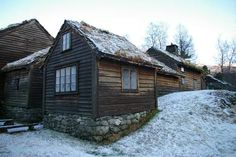 Osterøy Museum. Foto: Cecilie Bundgaard Torgersen Old Farm, Lodges, Hearth, Museums, Farms, Cabins, Homesteading, Norway, House Styles