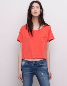 :CROPPED T-SHIRT WITH A POCKET