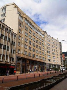 Edificio Hotel Continental, en la carrera quinta con el Eje Ambiental. Bogotá Santa Fe, Multi Story Building, Street View, Country, Carrera, Colombia, Buildings, Rural Area, Country Music