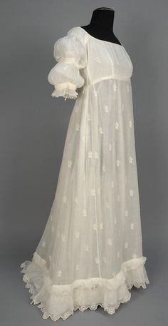 Gown: ca. Bengali muslin with allover sprigged Broderie Anglaise, cotton bodice lining. Regency Fashion, 1800s Fashion, 19th Century Fashion, Vintage Fashion, Vintage Gowns, Mode Vintage, Vintage Outfits, Antique Clothing, Historical Clothing