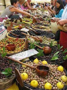 St. Remy de Provence market, France, market, vendor, marche, bazar.